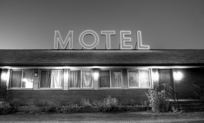 Roadside motel neon sign in Oregon